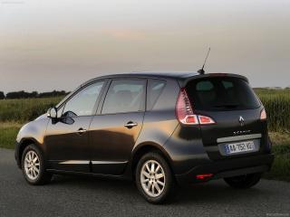 обои Renault Scenic черного цвета на фоне неба фото