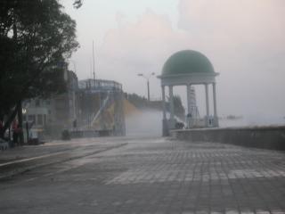обои Шторм на приморскай площади фото