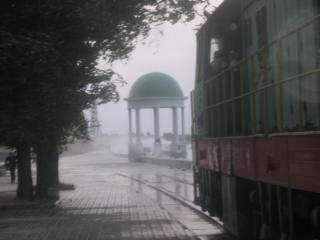 обои Поезд во время шторма фото