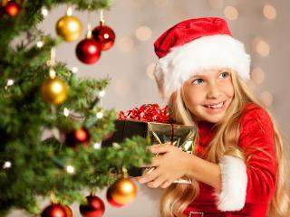 обои New Year,   маленькая девочка снегурочка с подарком фото