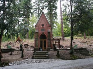 обои Домик маленький в лесу фото