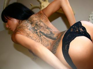 обои Девушка с татуировкой на всю спину фото