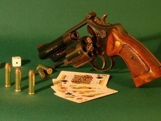 обои Револвер карты кости фото