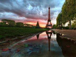 обои Парк возле Эйфелевой башни фото