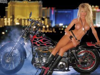 обои На мотоцикле голышом фото