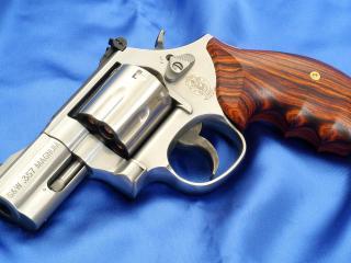 обои Револьвер смит вессон,   модель 686 фото