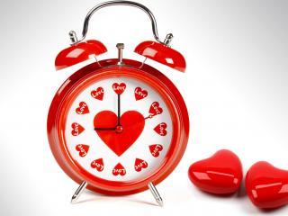 обои Любовный будильник и два сердечка фото