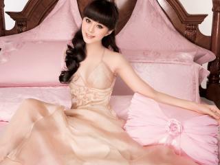 обои На розовой кровати фото