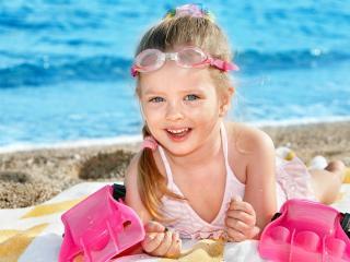 обои Девочка на море фото