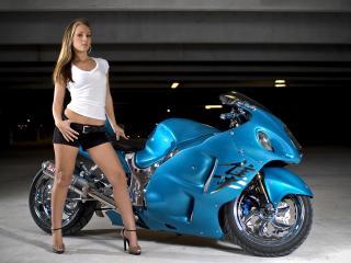обои Девушка и мотоцикл Suzuki фото