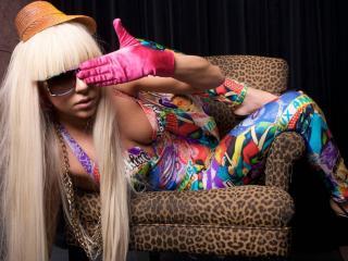 обои Певица Lady gaga на  кресле фото
