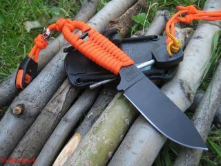 обои Нож с ножнами фото