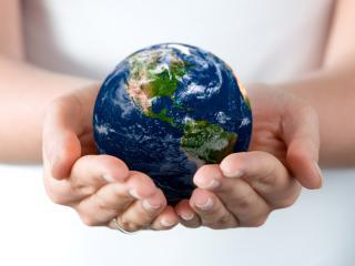 обои Земля в руках фото