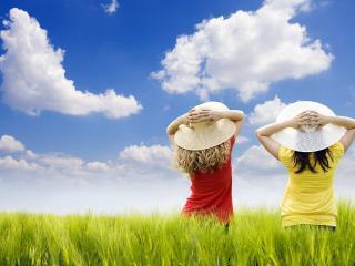обои Девчушки любуются облаками фото