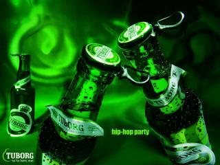 обои Tuborg Green две бутылки фото