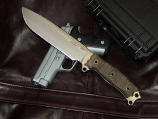 обои Нож на пистолете фото
