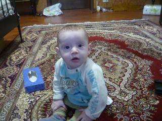 обои Малыш на ковре фото