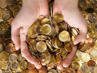 обои Монеты в руках фото