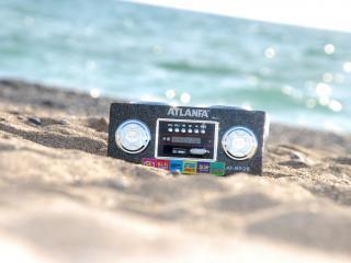 обои Колонка на песке фото