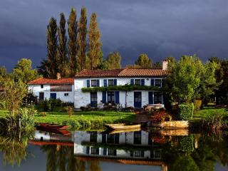 обои Дом на берегу озера фото