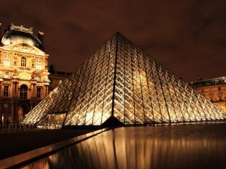 обои Вид вечернего лувра в Париже фото