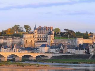 обои Замок на берегу реки фото
