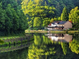 обои Дом у реки в Германии фото