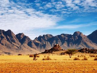 обои Бурые горы в саванне фото