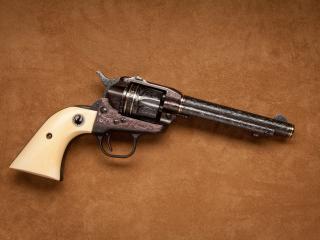 обои Револьвер с белой рукоятью фото