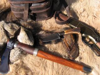 обои Томагавк,   винтовка и нож с ножнами фото