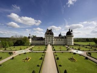 обои Замок с фантанами фото