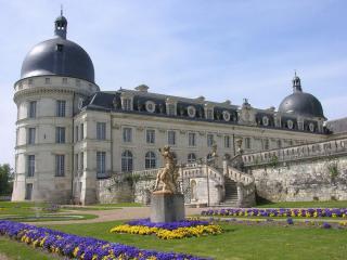 обои Замок,   небо и цветы фото