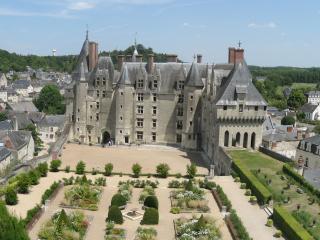 обои Замок,   парк и небо фото