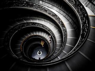 обои Длинная винтовая лестница фото