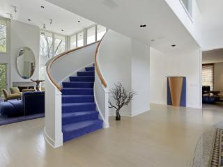 обои Синяя винтовая лестница фото