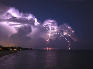 обои Вечерняя гроза и молния на побережье фото