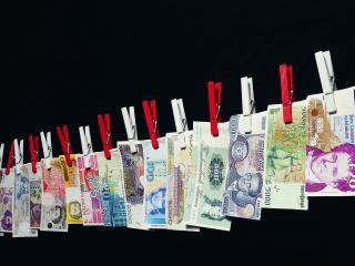 обои Банкноты мира на веревке фото