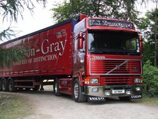 обои Красный грузовик вольво фото