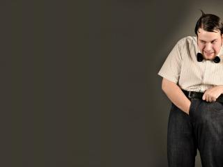 обои Ботан в рубашке и джинсах с наушниками фото