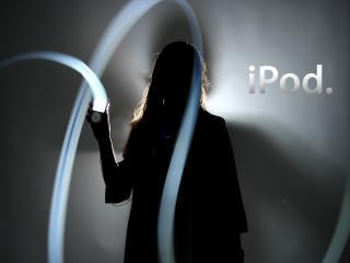 обои Девушка и световые линии из ipod фото