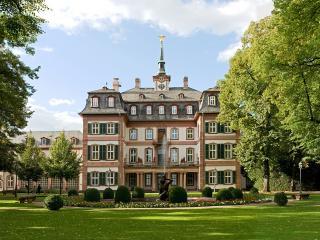обои Архитектурный дом с фонтаном фото