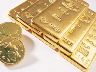 обои Слитки золота  и  монеты фото