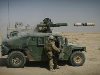 обои Hummer и вылет ракеты фото