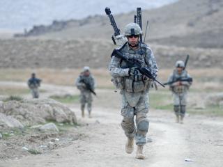 обои Военные солдаты на задании фото