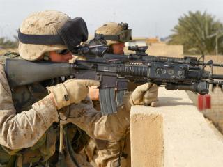 обои Военные у прицела фото