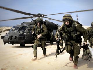 обои Высадка армии в пустыне фото