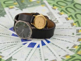 обои Часы наручные деньги евро фото