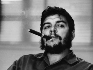 обои Эрнесто че гевара,   с  сигарой фото
