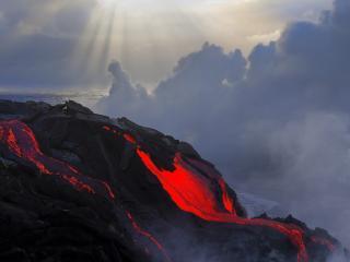 обои Раскаленная магма стекает в океан фото
