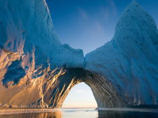 обои Арктический айсберг в воде фото